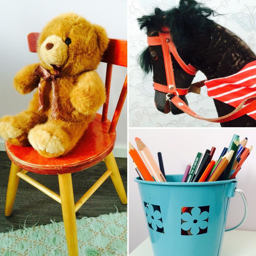 Kirkkaanpunainen toimii väripilkkuna, muuten pastelliunelmaisessa tytönhuoneessa. Elämää nähnyt keinuhevonen on löytö mummulan vintiltä, samoin pienen ihmisen tuoli.